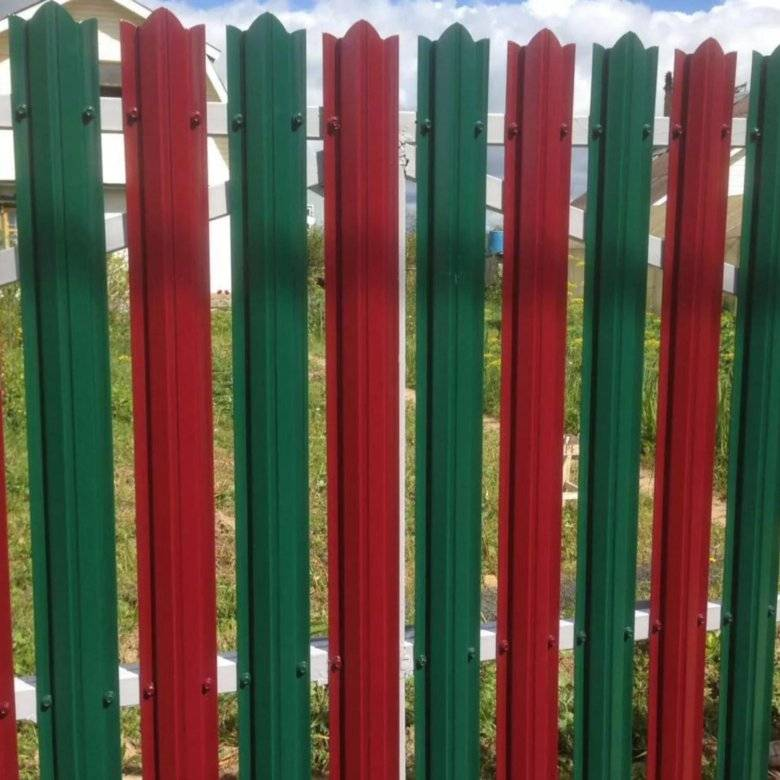 Забор из евроштакетника, его цена и виды. что надо знать при выборе