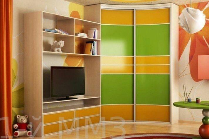 Шкаф-купе в гостиную: плюсы и минусы, обзор красивых новинок дизайна (126 фото)