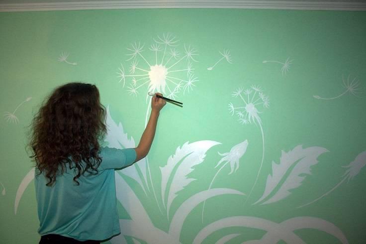 Как покрасить стены водоэмульсионной краской с рисунком?
