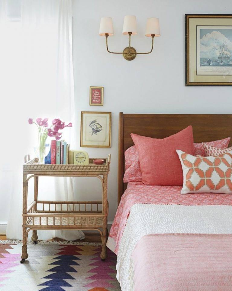 Оформление стены в спальне над кроватью: фото лучших идей, что повесить. реальные примеры красивого декора и дизайна