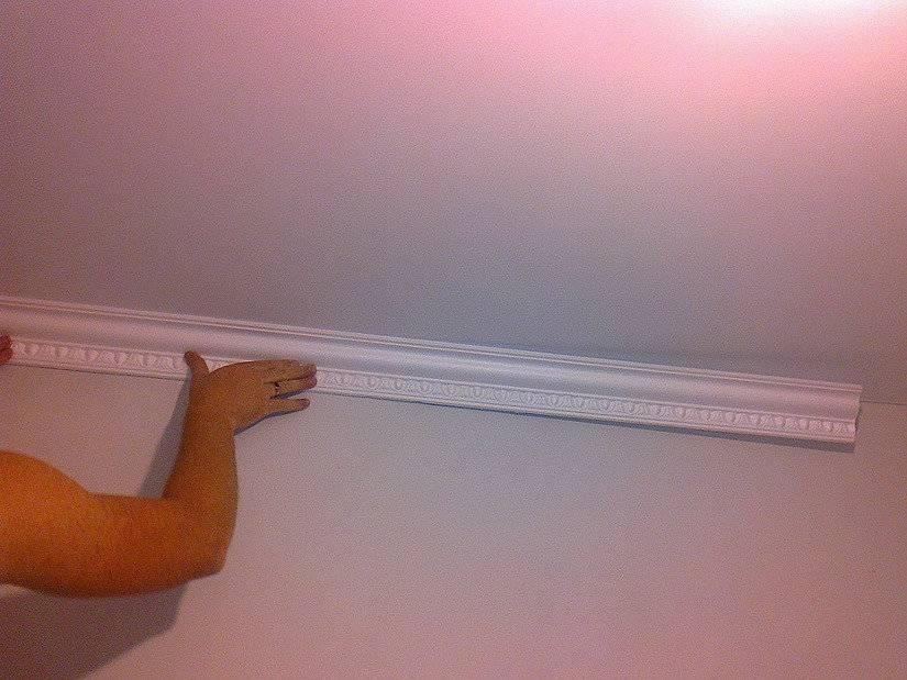 Потолочный плинтус для натяжного потолка или пвх вставка: советы по выбору, технология монтажа