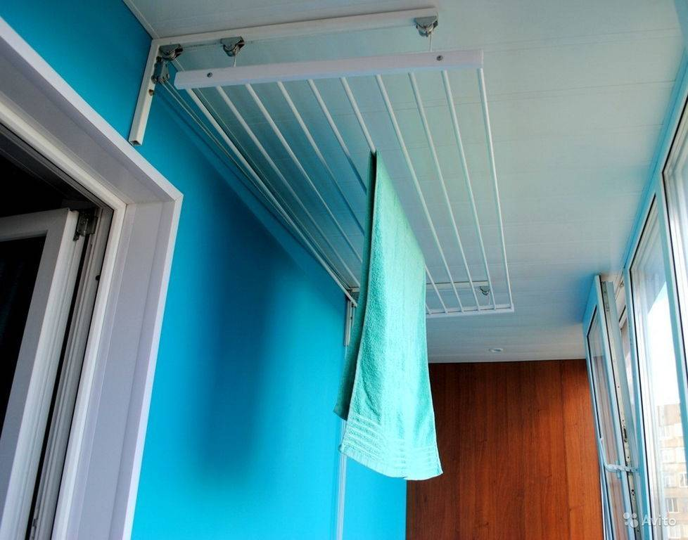 Сушилка для белья на балкон (112 фото): подвесная и потолочная сушка из бельевых веревок