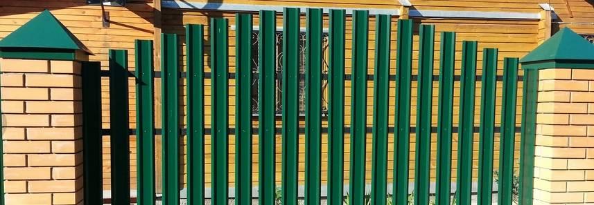 Про металлический штакетник для заборов – как выбрать и использовать