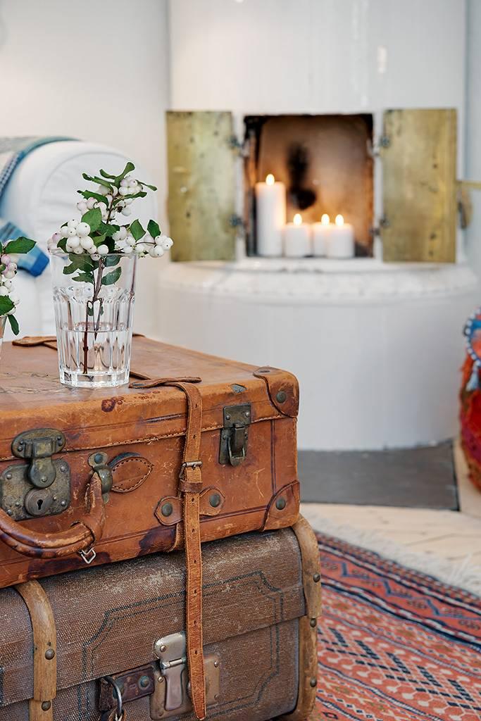 Старый чемодан в интерьере: декор - 33 фото